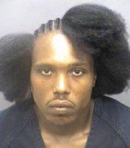 散髪の途中で逮捕されて、その写真がさらされ笑い物に01