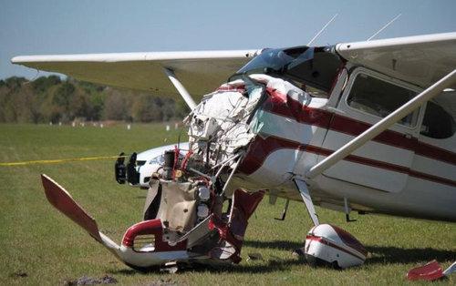 スカイダイバーと飛行機が衝突10