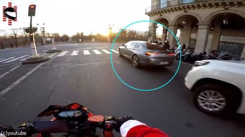 サンタのバイクがひき逃げ犯を追う03