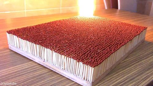 6000本のマッチを一斉に燃やす01