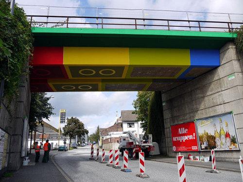 橋の裏がレゴに02