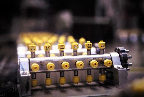 危機迫るレゴの生産ライン01