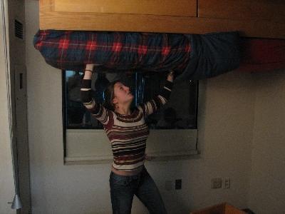 友達が留守の間に部屋を上下さかさまにしたドッキリ11