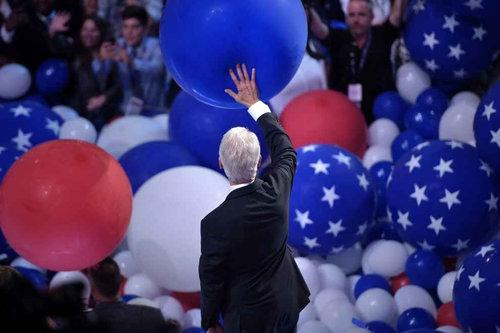 ビル・クリントンはバルーンが大好き01