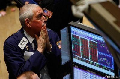 職場で嘆く男たち…金融危機の悲劇14