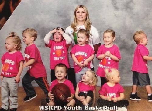 娘のバスケットボールのチーム写真02