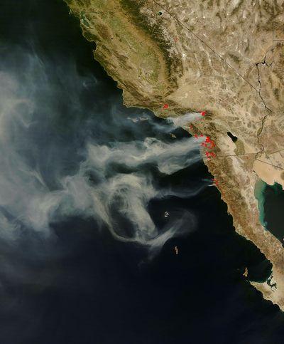 カリフォルニアの山火事の衛星写真03