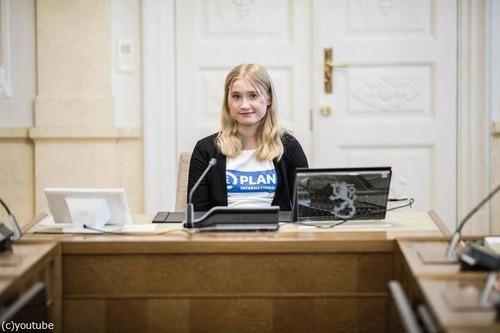フィンランドの16歳少女が「一日首相」に01