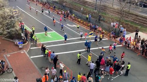 マラソン中の道路をどうやって渡るか01