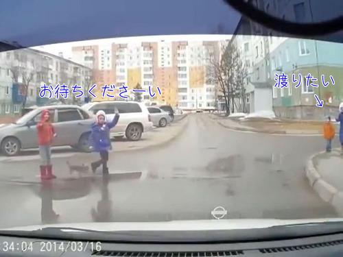とある子どもたちが道路を渡る風景00