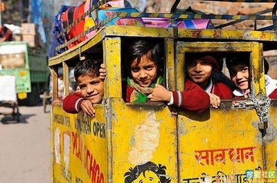 インドのスクールバス04