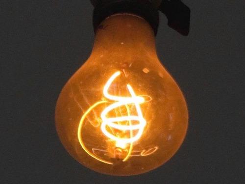 100年電球