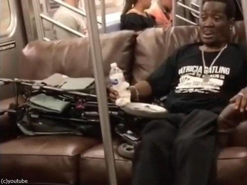 ニューヨーク地下鉄だけ…ソファの運び方07