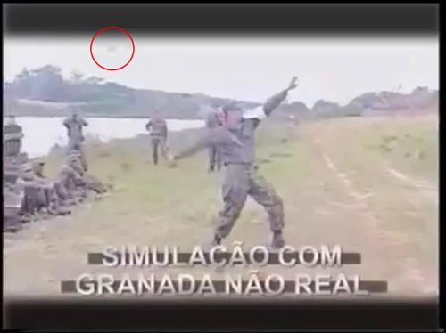 軍隊でフェイク手りゅう弾を投げると02