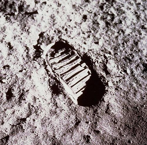 月面の遺留品02