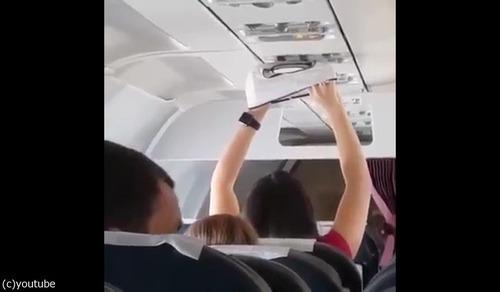 飛行機で下着を乾かす02