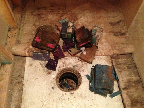 祖父母宅の床から隠し金庫08