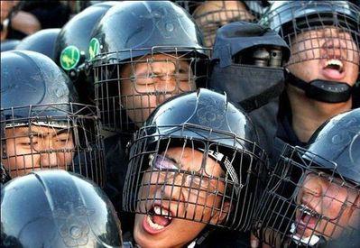 デモや暴動23