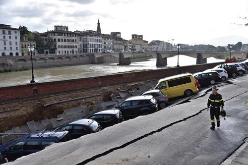 フィレンツェで洪水03