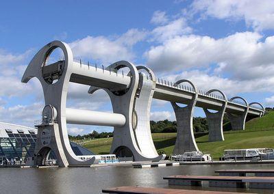 スコットランドの回転式船のエレベータ03