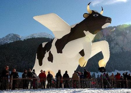 牛の気球01