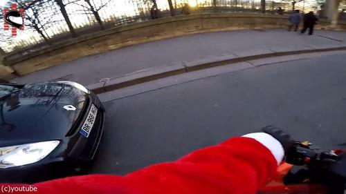 サンタのバイクがひき逃げ犯を追う06
