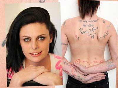 有名人のサインをタトゥにする女性