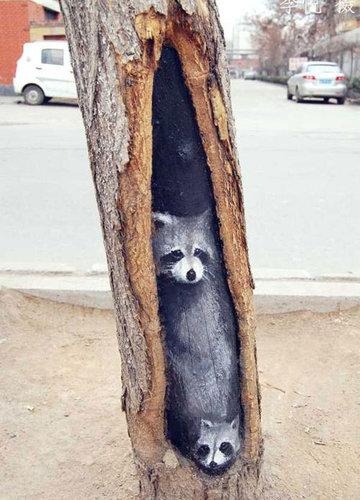 木の幹に絵を描くアート08