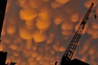 ニューヨークの空を埋め尽くした乳房雲05