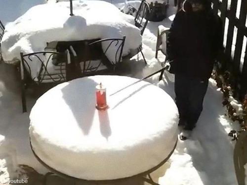 大雪で、パパがケーキごっこを始めた01