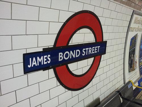 ロンドン地下鉄ゲリラステッカー07