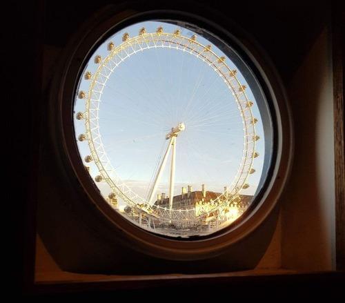 丸窓から見えた完璧な景色02