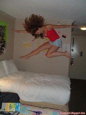 ベッドの上の少女たち09