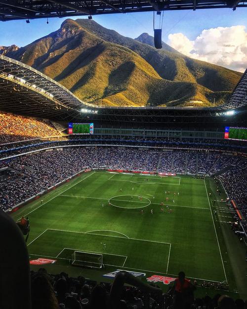 世界一眺めのいいスタジアム01