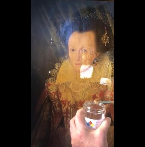 400年前の絵画の汚れを取り除いた結果02