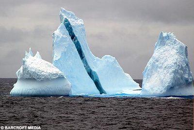 大理石やミントキャンディのような氷山02