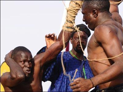 アフリカで繰り広げられるド迫力の格闘技06