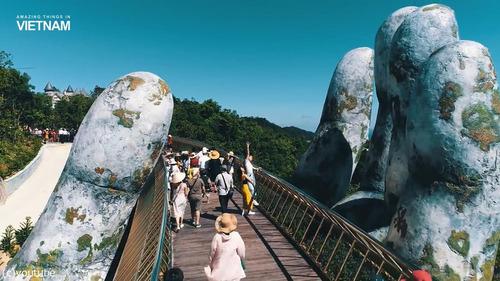 巨人の手が支えるベトナムの橋04