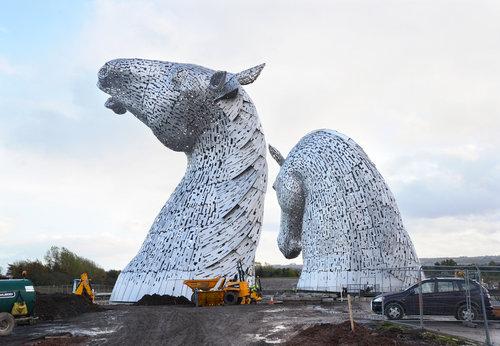 スコットランドにケルピーの巨像11