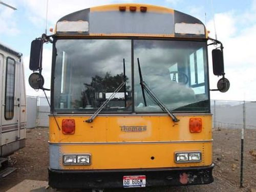 スクールバスに家族6人暮らし00