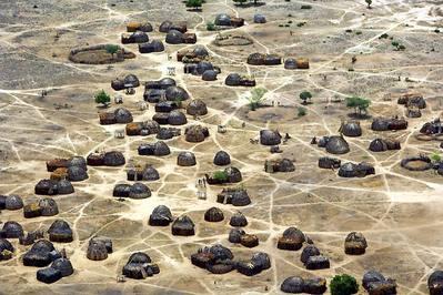 まるでゲーム画面のように真上から見下ろしたアフリカの写真04