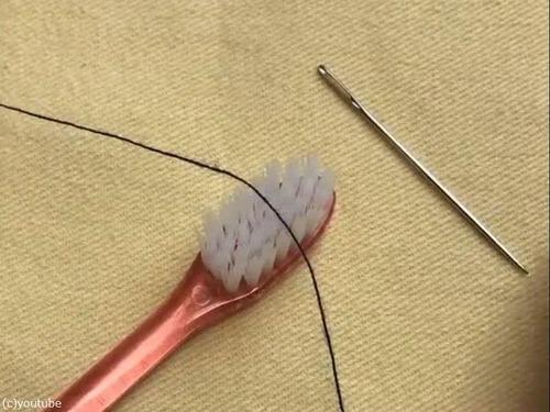 針の糸の通し方01