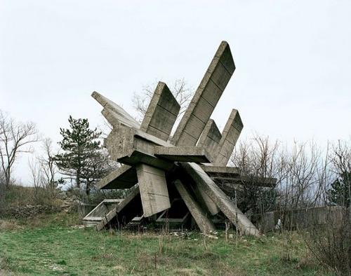 旧ユーゴスラビアのモニュメント11