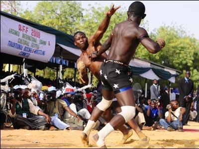 アフリカで繰り広げられるド迫力の格闘技08