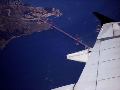 飛行機の隣の人を恐怖のどん底に陥れる方法
