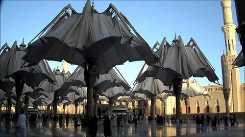 預言者のモスクの傘をたたむとスターウォーズっぽい01