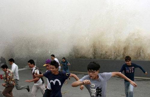 銭塘江の大波15