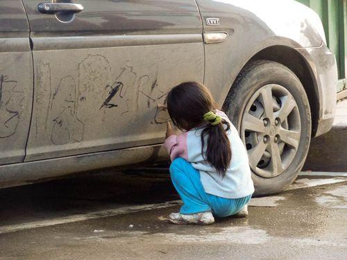 汚れた車でアート00