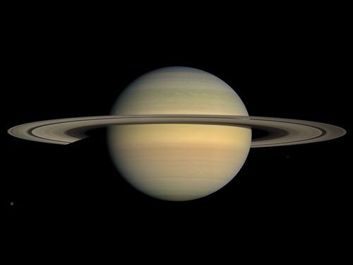 「昼間に土星を撮影すると…こんな風に見える」00