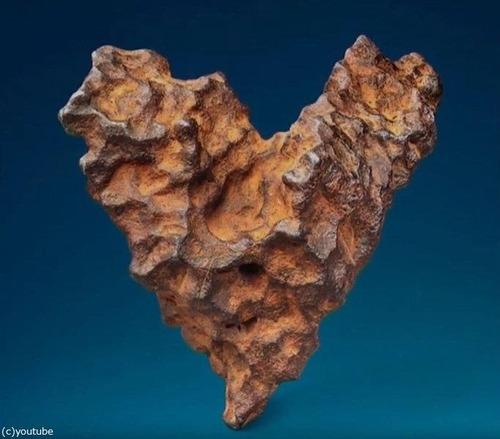 ハート型の隕石が競売に01